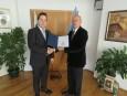 Председателят на БТПП връчи сертификат за дарение